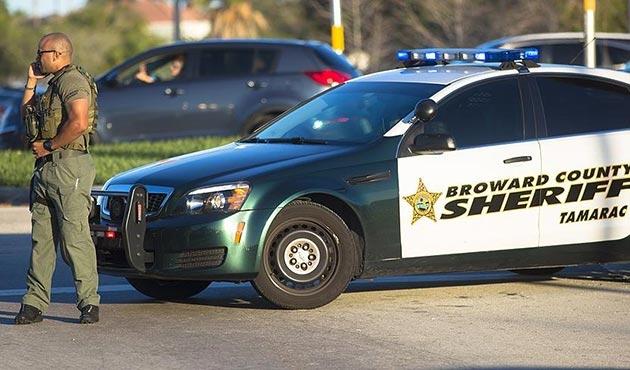 Florida valisinden öğretmenlerin silahlandırılması yasasına onay