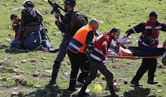 İşgal güçleri üniversite öğrencilerine saldırdı: 8 yaralı