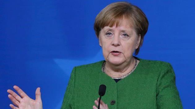 Merkel: Sığınmacılarla ilgili anlaşmaya bağlı kalacağız