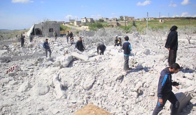 Esed'in uçakları İdlib'i vurdu: 2 çocuk hayatını kaybetti