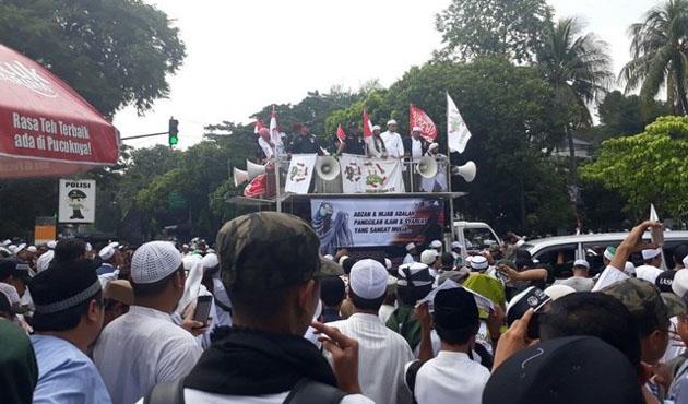 Endonezya'da 'İslam'a hakaret' protestosu
