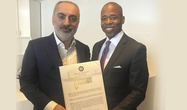 ABD'de Türken Vakfına takdir belgesi