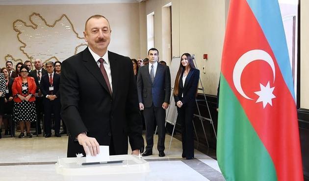 Azerbaycan'da Aliyev yemin ederek görevine başladı