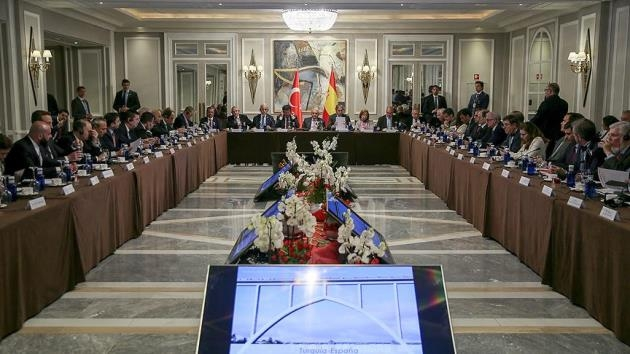 Başbakan Yıldırım İspanya'da iş adamlarıyla bir araya geldi