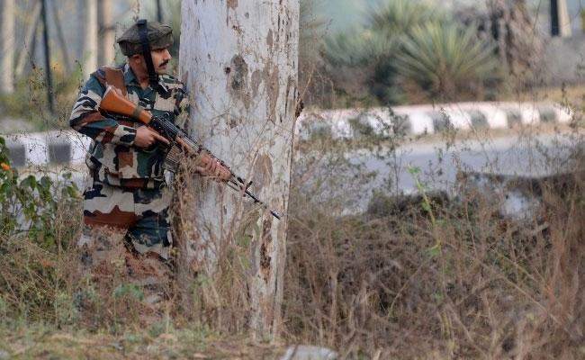 Özgürlük isteyen Keşmirlilerle çatışma: 4 ölü