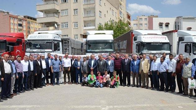 Adıyaman'dan Afrin'e 69 tırlık insani yardım malzemesi