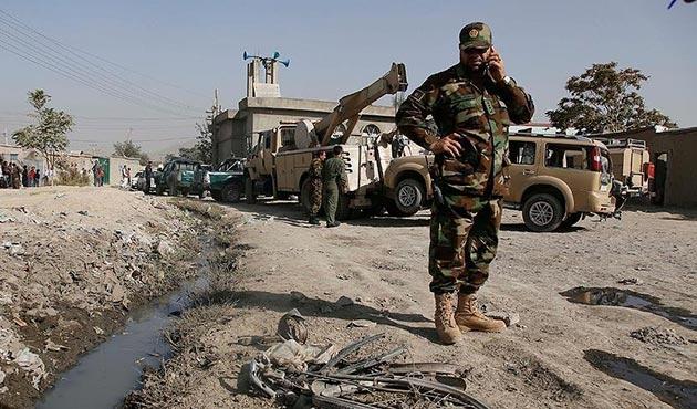 Afganistan'da sivilleri taşıyan araca bombalı saldırıda 7 ölü