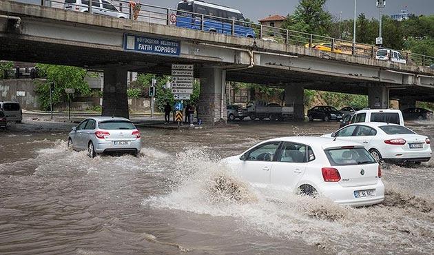 Kuvvetli yağış Ankara'da bugün de etkili oldu