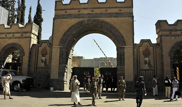 Koalisyon güçleri Yemen'deki Cumhurbaşkanlığı Sarayı'nı havadan vurdu