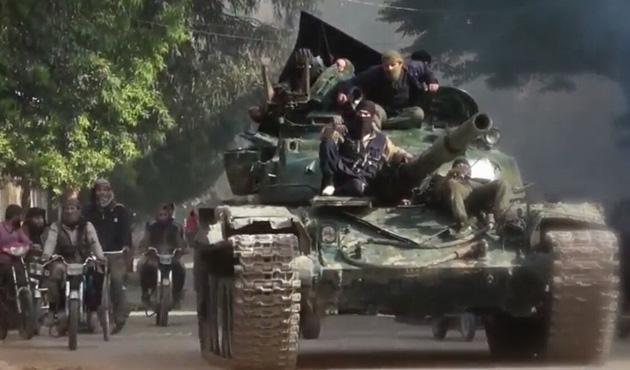 Esed rejimi, Yermük Kampı'nı ele geçirmek için ilerliyor
