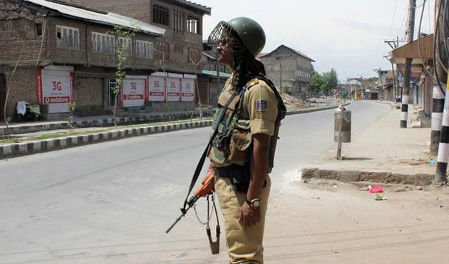 Keşmir'de 3 gündür sokağa çıkmak yasak