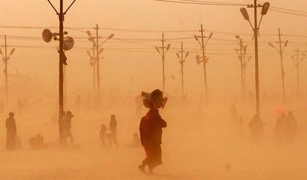 Kum fırtınası Hindistan'ı ikinci kez vurdu