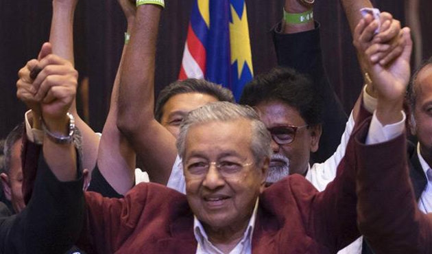 Malezya'nın kalkınma mimarı 92'sinde yeniden Başbakan