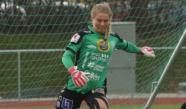 Müslüman olan kadın futbolcu İsveç'te gündem oldu