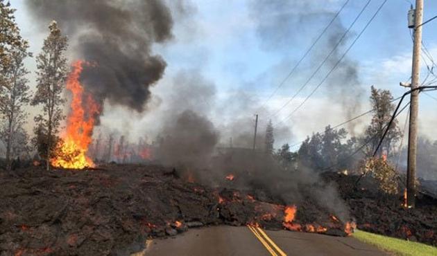 Hawaii'de volkan yüzünden afet ilanı istendi