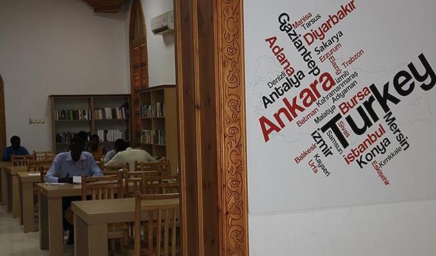 Sudanlı öğrencilerin ilgi odağı Türk kütüphanesi