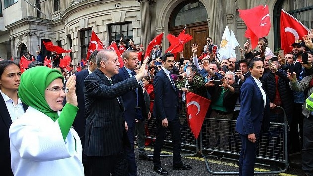 İngiltere'deki Türklerden Erdoğan'a coşkulu karşılama