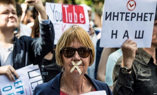Rusyalılar internet yasaklarını protesto etti