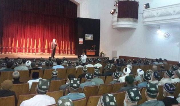 Tacikistan'da imamlara zorunlu tiyatro seyri