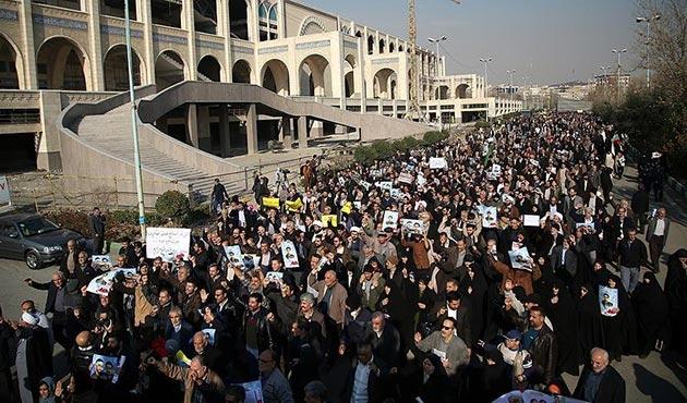 İran'da düzenlenen gösterilerde iki kişi hayatını kaybetti