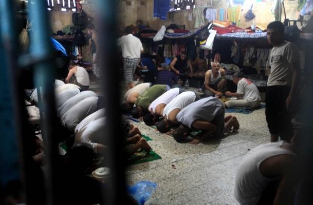 6 bin 500 Filistinli hapishanede oruç açıyor