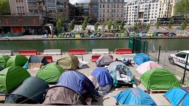 Paris'te kurulan sığınmacı kamplarına tahliye emri
