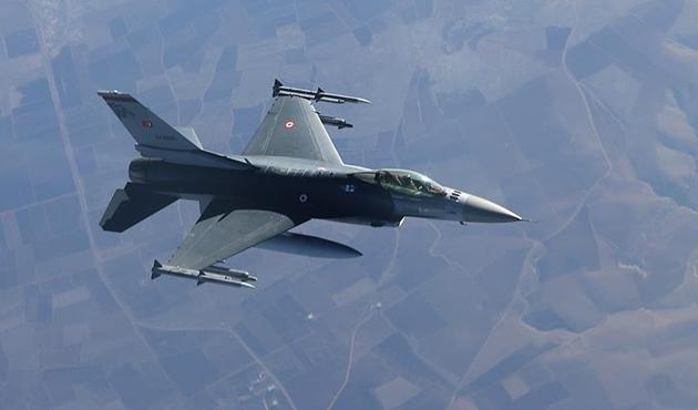 TSK jetleri Hakurk'ta teröristleri vurdu