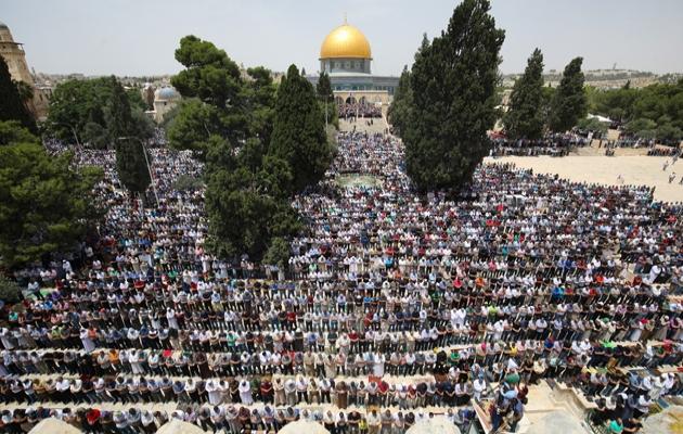 İsrail'e rağmen Mescid-i Aksa'da 200 bin kişilik cuma namazı