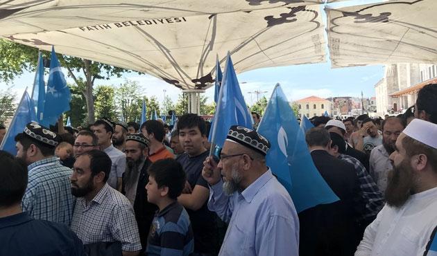 Doğu Türkistanlı alimin gıyabi cenaze namazı kılındı
