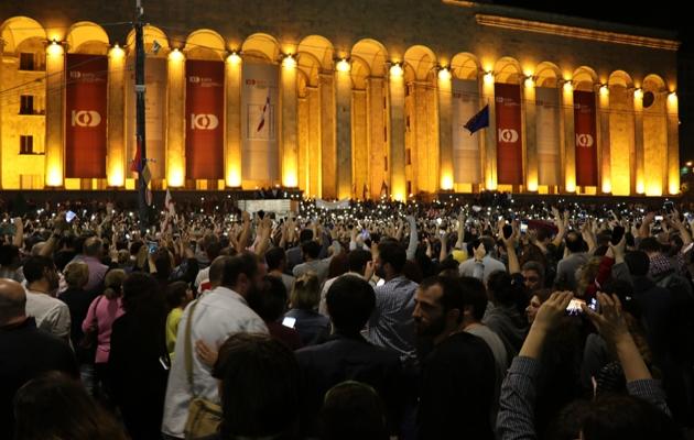 Gürcistan'da tahliye kararına binlerce kişiden protesto