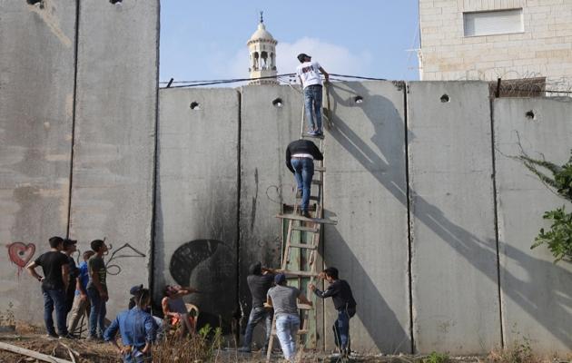 Filistinli gençlerin Kudüs'e geçiş mücadelesi