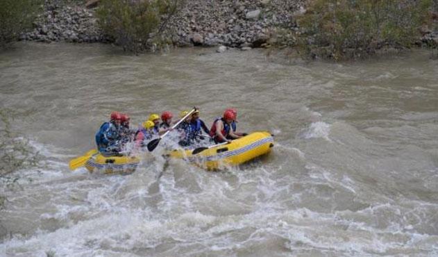Çukurca'da rafting heyecanı