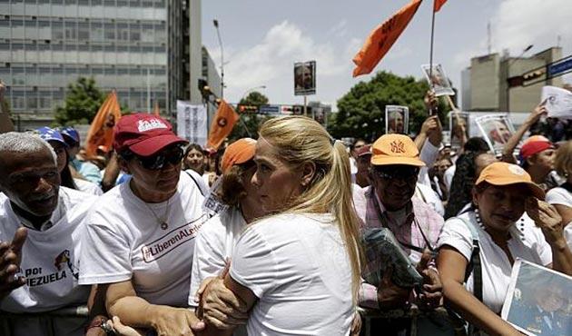 Venezuela'da 40 siyasi muhalif daha serbest