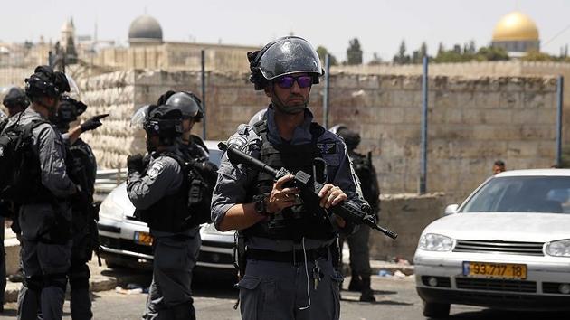 İşgal polisinden Aksa'da 12 Filistinliye gözaltı