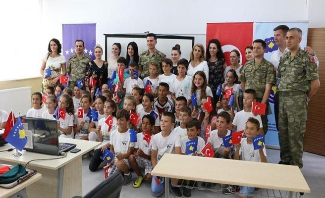 Türk askeri Kosova'da okul yeniledi