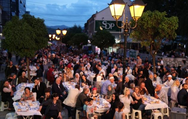 Bereket Konvoyu Sırbistan'da 3 bin kişiyle iftar yaptı