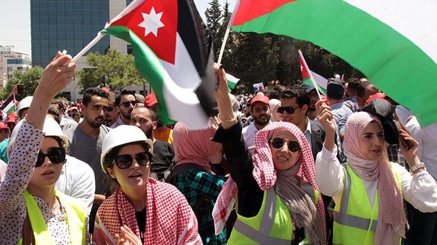 Ürdün'de protestocular meclisin de feshini istiyor