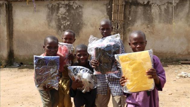Nijeryalı yetimlere Türkiye'den bayramlık gönderildi