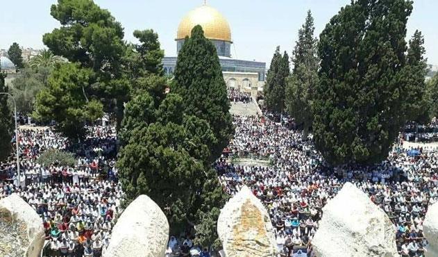 Ramazan'ın son cuması Mescid-i Aksa'ya on binler akın etti