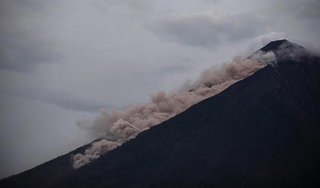 Fuego Yanardağı'ndaki akıntı hayatı yok ediyor