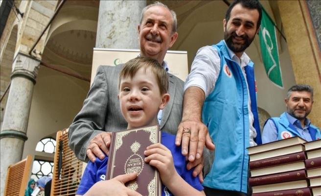 TDV'den Saraybosnalılara Kur'an-ı Kerim hediyesi