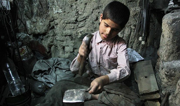 152 milyon çocuk okul yerine işte
