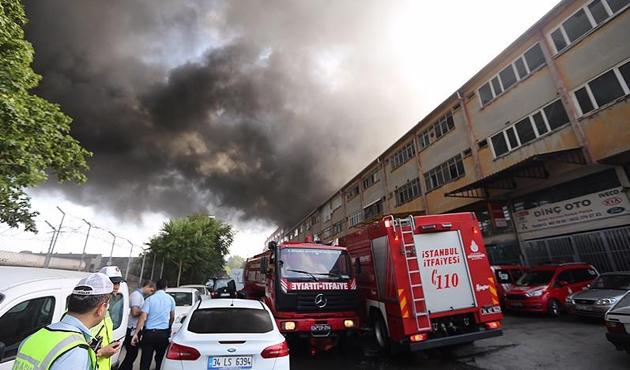 Davutpaşa'da fabrika yandı