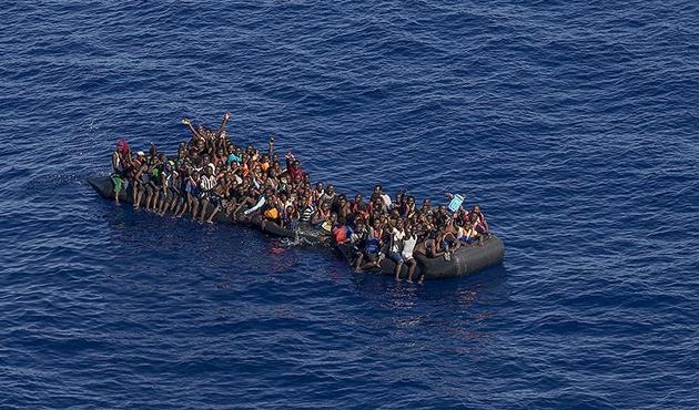 Libya açıklarında 800 kaçak göçmen daha kurtarıldı