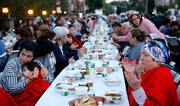 ABD'de Müslümanlar sokak iftarında buluştu