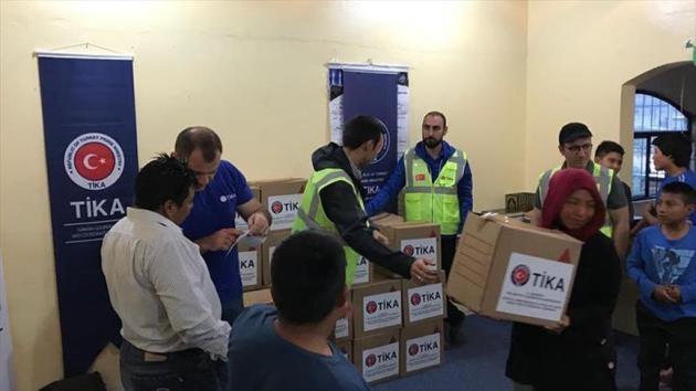 TİKA 3 kıtada iftar sofrası kurdu, yardım dağıttı