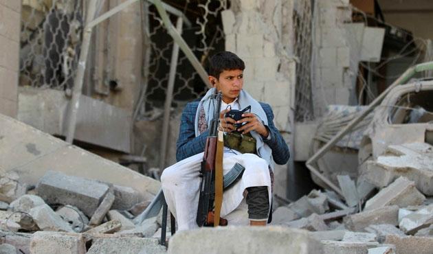 Yemen'de 20 bin çocuk asker