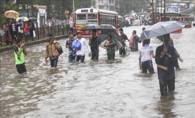 Hindistan'da sel felaketi: 17 ölü