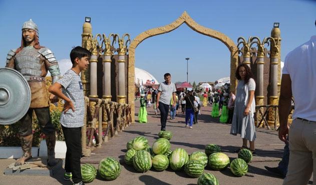 Kazakistan'da bir eyalete Türkistan adı verildi
