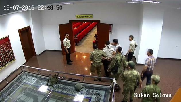 15 Temmuz'da Tuğgeneralin alıkonulma görüntüleri ortaya çıktı